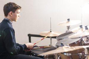 Как правильно учиться барабанить в домашних условиях?