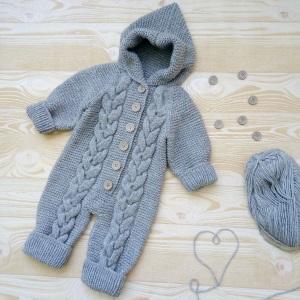 Вязанный костюм для малыша