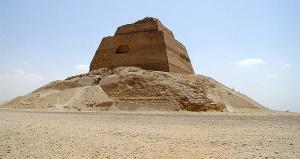 Пирамида Медум