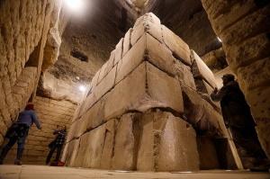 Пирамида внутри