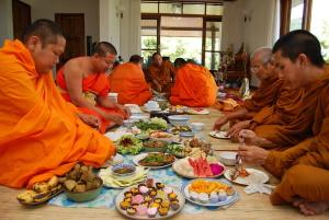 Буддийская трапеза